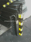 黒くおよび黄色のゴム製コーナーガード
