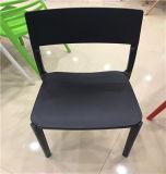 Moderner Plastik pp., der Buche-hölzernen speisenden Stuhl speist