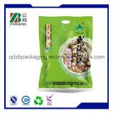 Levantarse el bolso plástico que se puede volver a sellar de la cremallera del envasado de alimentos