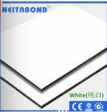 PE алюминиевых композитных панелей в руках/Реклама системной платы