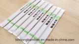 Bambuseßstäbchen mit voll in Papier eingewickeltem für chinesische Nahrung