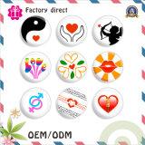 Distintivo su ordinazione di figura del cuore per il regalo di promozione della decorazione dei vestiti