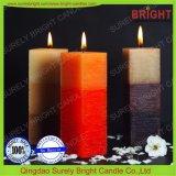 3つの層の正方形の柱の蝋燭