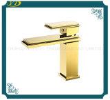 Dek van de Patroon Sedal van de luxe zette het Gouden de Vierkante Tapkraan van het Bassin van de Badkamers op