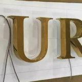 Le métal marque avec des lettres l'étiquette nommée gravée par logo en métal de bijou de lettre de modèle de marque d'or