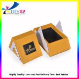 金属のロゴの版が付いている三角形の形の香水のギフト用の箱
