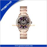 Montres-bracelet en gros en métal de chrome de femme d'OEM de pendules pour des dames