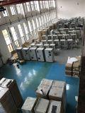 Металл в мастерской по изготовлению/металлический корпус и корпус/серверный шкаф с электронным управлением