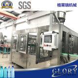 Agua mineral que aclara la máquina de relleno y que capsula que se lava
