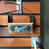 Étalage de fente en bois d'accessoires de Multiduty avec des crochets et des étagères