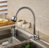 クロムSingelのレバーの冷たい真鍮の台所の流しのミキサーだけ