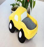 귀여운 노란 견면 벨벳 트럭에 의하여 채워지는 장난감