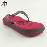 赤いカラーエヴァの人の靴