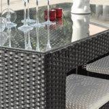 Im Freienpatiopub-Möbel-AluminiumBistro-Stuhl-Rattan-Stab-Stühle und Tisch-Set