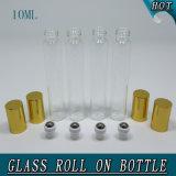 roulis cosmétique de l'huile essentielle 10ml sur la bouteille en verre d'applicateur