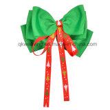 아이들 다채로운 소녀 머리는 머리에 크리스마스 리본 머리핀을 머리를 숙인다