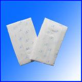 De seda secar o guardanapo sanitário da tampa com as asas para mulheres