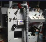 Una máquina de impresión flexográfica con un color UV