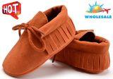 Lacet-UPS mol en gros de semelles de chaussures de bébé de gland chausse les chaussures infantiles d'intérieur avec le haut de Nubuck