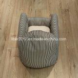 Base di sofà in bianco e nero classica dell'animale domestico del tessuto delle bande