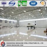 Capannone dei velivoli della struttura d'acciaio dell'ampia luce con il portello integrale