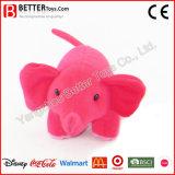 子供のための詰められたおもちゃのピンク象か子供または赤ん坊