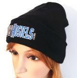 混合された編まれた編まれた帽子によって刺繍される帽子の帽子の帽子