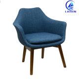 熱い販売のホーム家具の金属のフレームによって装飾されるクッションのソファーの椅子