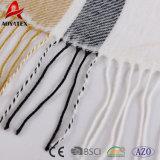 Couverture acrylique de piste de qualité de câble de maneton mou superbe de Knit avec le gland