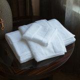 De witte Katoenen van 100% Badhanddoeken van het Hotel