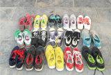 In het groot Goedkope Rang de Gemengde Gebruikte Schoenen van Sporten