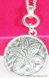Anti Gestempeld Zilveren van de manier Gehamerd om de Halsband van de Tegenhanger van de Bloem