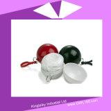 Wegwerfponcho-Regenmantel in der Plastikkugel für förderndes Geschenk FT-006