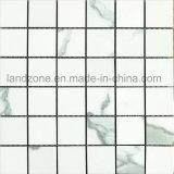 Reticolo di ceramica delle mattonelle di mosaico della parete della porcellana bianca del quadrato