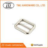 Curvatura personalizada da cinta do ajustador do metal da placa niquelar da liga para a bolsa