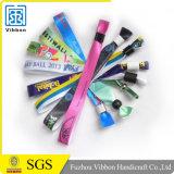 Пластичный Wristband ткани сатинировки пряжки для случая
