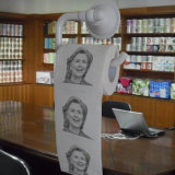 Hilary imprimiu o tecido de banheiro da imagem da novidade do papel higiénico