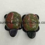 자연적인 수정같은 원석 조각품을 새겨 2개의 층 거북