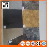 Plancher en bois WPC traité par UV, plinthe en PVC, carrelage en PVC