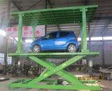 二重プラットフォーム・カーの上昇を駐車する住宅のガレージ