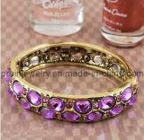 La moda de primavera de color púrpura con incrustaciones de piedras preciosas de acrílico antigua Pulsera de aleación (PB-042)
