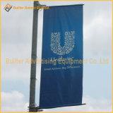 Rua pólo claro do metal que anuncia o sistema de suspensão da bandeira (UNA80)