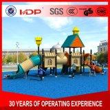 美しく一義的な異なったサイズの子供の子供の屋外の運動場装置