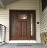 고전적인 암갈색 단단한 나무 입구 외부 문