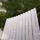 O PC (policarbonato) corrugou folha, amplamente utilizada nos jardins, nas estufas e na piscicultura interna