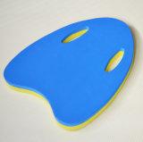 سباحة محترف يعوم لوح لأنّ سباحة طالب