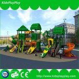 O campo de jogos das crianças caçoa o campo de jogos ao ar livre dos miúdos do parque dos brinquedos