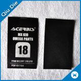 Contrassegno di lavaggio di cura stampato tessuto di formato del contrassegno di cura dell'indumento del raso del poliestere per i pantaloni del capretto