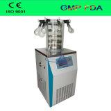 La pequeña máquina de la liofilización de laboratorio con las bocas del colector de frasco frasco