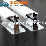 Perfil de aluminio sacado para el edificio